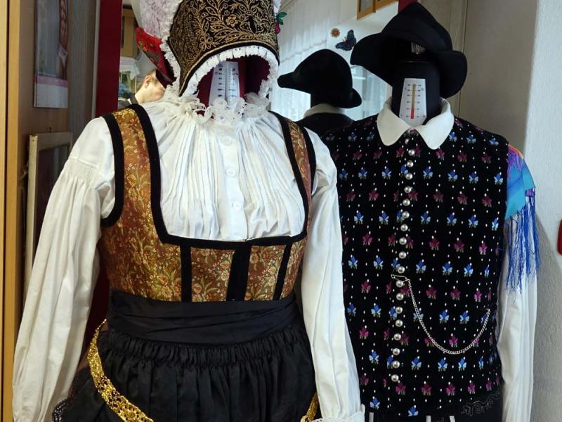 2018.03.03_11.08.40 Obleka z brokatnim životcem