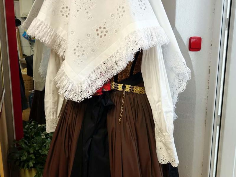2018.03.03_11.14.57 Obleka z brokatnim životcem