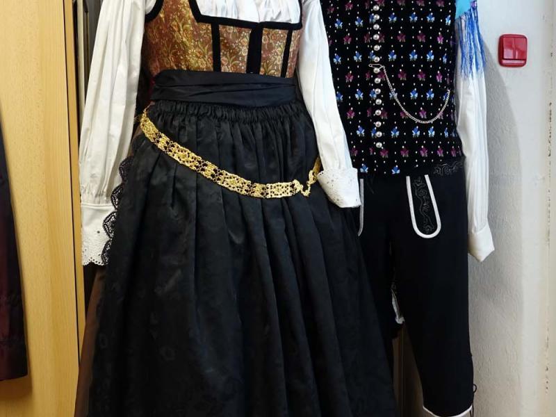 2018.03.03_11.08.25 Obleka z brokatnim životcem